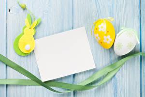Картинки Праздники Пасха Кролики Доски Яйца Шаблон поздравительной открытки Лента