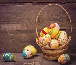 Фотографии Праздники Пасха Доски Яйца Корзинка