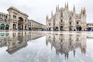 Обои Дома Италия Собор Отражение Городской площади Арка Duomo Milan Города