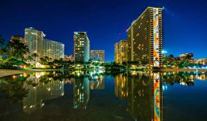 Картинка Здания Речка США Гавайи Ночь Отражение Waikiki Города