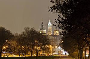 Картинка Краков Польша Замки Ночь Деревья Уличные фонари Wawel Города