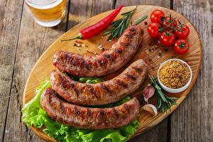 Картинки Мясные продукты Помидоры Чеснок Острый перец чили Сосиска Доски Разделочная доска