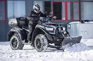 Картинки Мужчины Квадроцикл Снег Шлем 2013-17 Kymco MXU 700 EXi 4×4