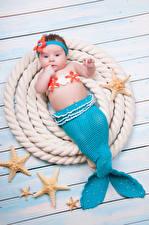 Картинки Русалки Морские звезды Доски Младенец Униформе Хвост ребёнок