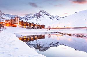 Картинка Горы Зимние Франция Снег Альпы Tignes Города Природа