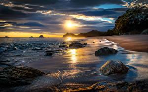 Фотография Новая Зеландия Побережье Рассветы и закаты Пейзаж Камни Волны Облака Пляж Tasman