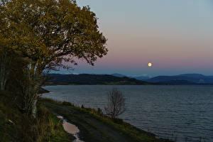 Обои Норвегия Вечер Реки Деревьев Луной Природа