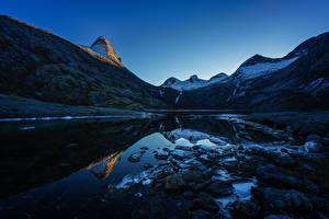 Картинки Норвегия Горы Вечер Озеро Камень Пейзаж Природа