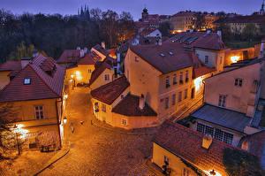 Фото Прага Чехия Дома Вечер Улица Сверху Уличные фонари Города