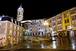 Картинка Испания Дома Ночь Улица Уличные фонари Vitoria Basque Country Города