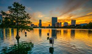 Обои для рабочего стола Рассвет и закат США Парк Озеро Здания Вечер Деревьев Lake Eola Park Orlando Природа Города