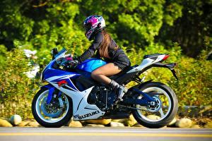 Обои Сузуки Шлем GSX-R Девушки