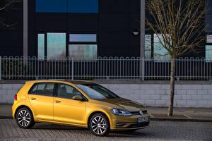 Фотографии Volkswagen Желтый 2017 Golf TDI 5-door (Typ 5G) Автомобили