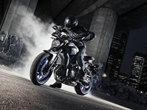 Фото Yamaha Мотоциклист Шлем 2015-17 MT-07