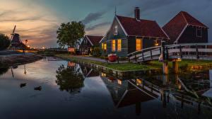 Картинки Амстердам Нидерланды Здания Мосты Вечер Водный канал