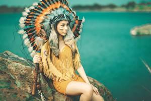 Фото Азиаты Перья Индейский головной убор Индейцы Красивые Девушки
