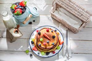 Фотографии Ягоды Молоко Блины Завтрак Тарелка