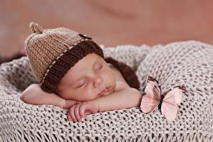 Фотографии Бабочки Грудной ребёнок Шапки Спит Ребёнок