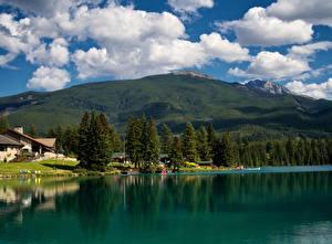 Картинка Канада Парки Озеро Дома Гора Джаспер парк Облака Дерева