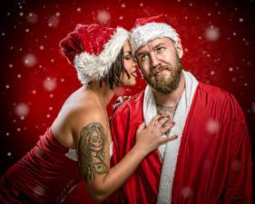 Обои Новый год Дед Мороз Вдвоем В шапке Татуировка Снеге Jake Mattila, Helena Kesti