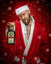 Фото Рождество Мужчины Алкогольные напитки Дед Мороз Шапки Бутылка Jake Mattila