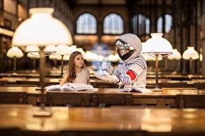 Фото Космонавты Волшебство Библиотека Девочки Лампа Девушки