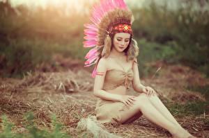 Картинка Перья Индейцы Ноги Красивые Сидящие Девушки