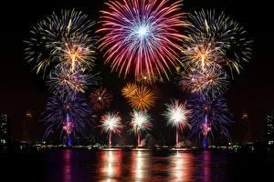 Картинка Фейерверк Новый год Ночью 2017 город