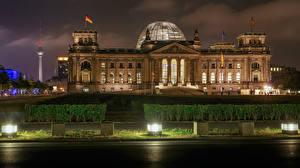Обои Германия Берлин Дома Ночные Кусты Уличные фонари Bundestag German Federal Parliament Города