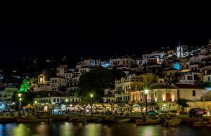 Фото Греция Здания Пристань Лодки Уличные фонари Ночные Skopelos