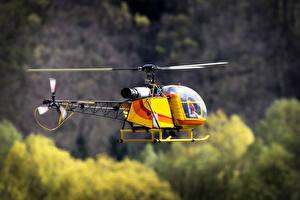 Картинка Вертолеты Игрушки Летящий