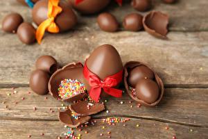 Фотография Праздники Пасха Шоколад Доски Яйца Бантик Еда