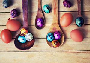Фотографии Праздники Пасха Яйца Доски Ложка