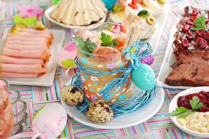 Фотография Праздники Пасха Ветчина Яйца Тарелка Стакан Пища