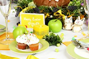 Обои Праздники Пасха Сервировка Пирожное Яблоки Капкейк кекс Яйца Английский Еда