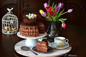 Фотографии Праздники Пасха Тюльпаны Торты Кофе Яйцо Вазы Гнезда Чашке Ложка