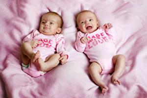 Фотографии Младенцы Двое Ноги Дети