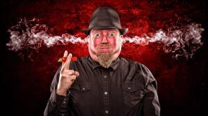 Фотографии Мужчины Перец Острый перец чили Шляпа Смотрит Дым Hot Chili