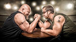 Фото Мужчины Вдвоем Борода Руки Тату Спорт