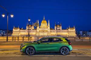 Фотография Мерседес бенц Салатовый Сбоку 2017 GLA 200 d 4MATIC Автомобили