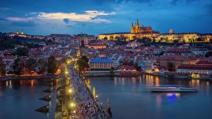 Фотография Прага Чехия Дома Река Мосты Вечер Уличные фонари
