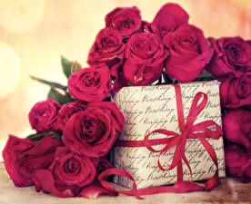 Картинки Розы Бордовый Подарки Бантик Цветы