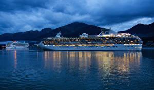 Фото Корабли Круизный лайнер Море Вечер