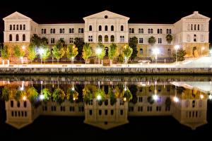 Обои Испания Дома Пруд Ночные Деревья Уличные фонари Отражение Bilbao Basque Города