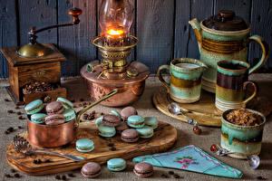 Фотографии Натюрморт Керосиновая лампа Чайник Кофе Макарон Зерна Разделочная доска Ложка Кружка Еда