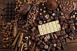 Картинки Сладости Конфеты Шоколад Корица Орехи Продукты питания