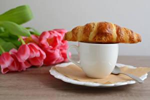 Фотография Тюльпаны Круассан Чашка Еда