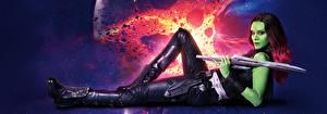 Фото Воины Zoe Saldana Стражи Галактики. Часть 2 Мечи Инопланетяне Gamora Кино Девушки Фэнтези