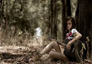 Картинка Азиаты Гитара Сидящие Девушки