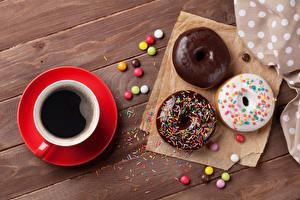 Картинки Выпечка Пончики Кофе Шоколад Сахарная глазурь Доски Чашке Пища